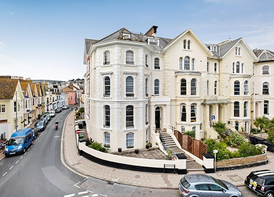 Luxury New build 1 South View , located in Teignmouth. 1 South View showcases a marvellous specification in an equally beautiful location. The 10 spacious apartments are sandwiched between the English Channel and the River Teign.